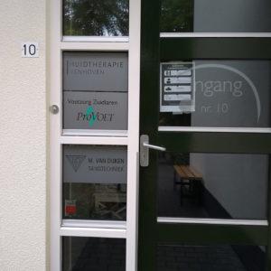zandstraal logo en naam - richtprijs 60- per raam